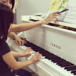 白いピアノでレッスン